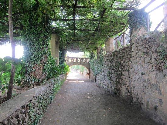Villa Cimbrone Gardens: Romantic walkway