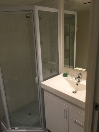 Ibis Sydney World Square: Bathroom area