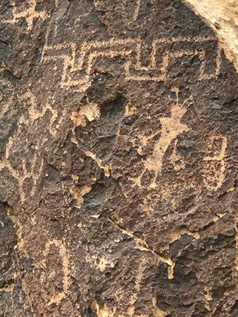 Parowan Gap Petroglyphs: photo0.jpg