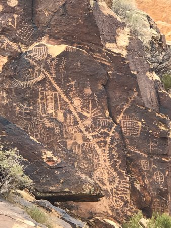 Parowan Gap Petroglyphs: photo1.jpg