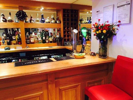 Witham, UK: bar