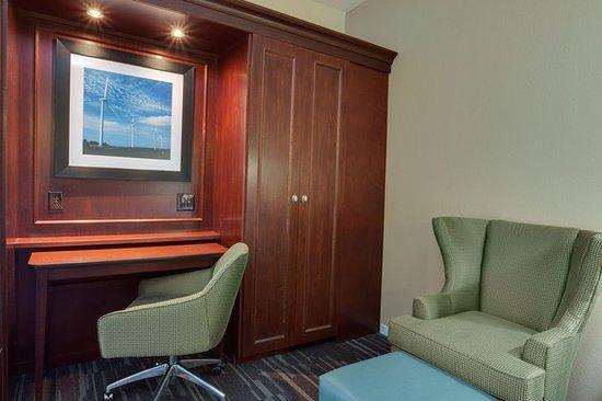 king bedroom work desk hampton inn somerset. Black Bedroom Furniture Sets. Home Design Ideas