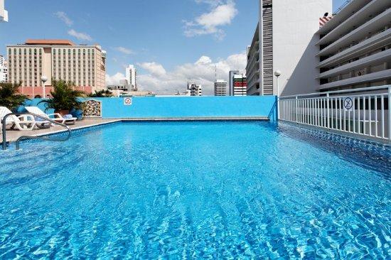 Swimming Pool at the Hotel Crowne Plaza Panama