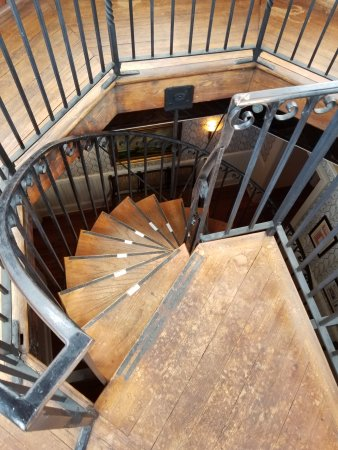 Wentworth Mansion: Spiral staircase to rooftop
