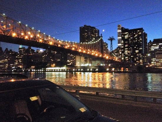 The Roosevelt Island Tramway A View Of 59th St Bridge And Manhattan