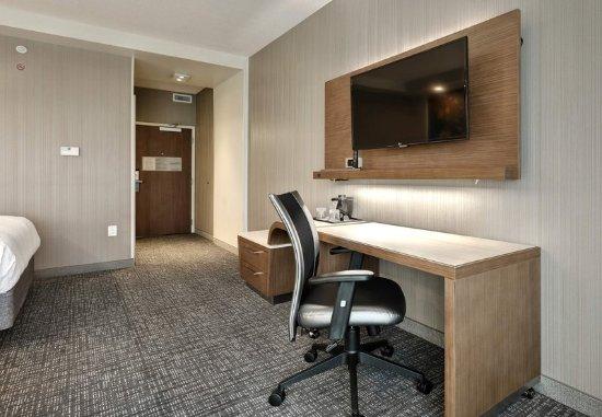 Deptford, NJ: Queen/Queen Room - Work Area