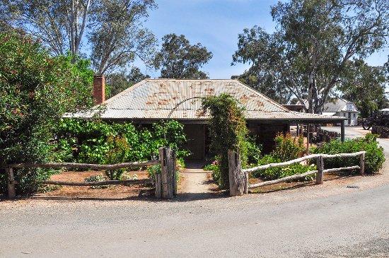 Swan Hill, Australia: Roof line and verandah