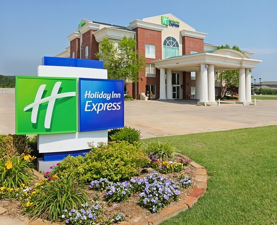 Holiday Inn Express Fort Smith: Hotel Exterior