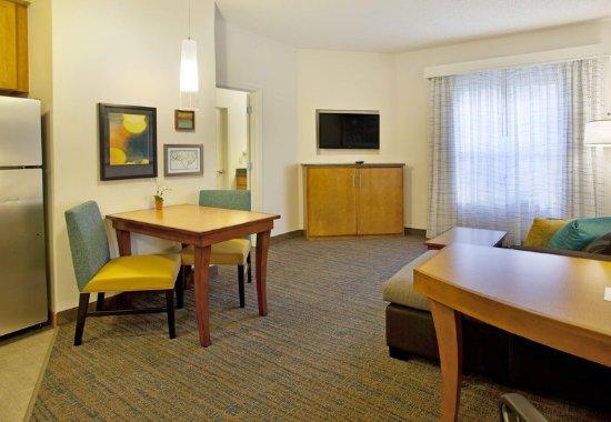Branchburg, NJ: One-Bedroom Suite - Dining Area
