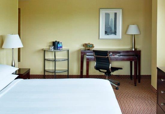 Saint Louis Park, MN: Queen/Queen Guest Room