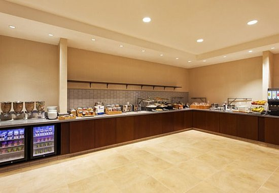Atascadero, Californie : Stop by our Breakfast Buffet each morning for fresh fruit and juice.