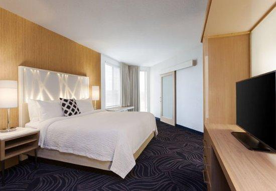 Atascadero, Californië: Corner King Suite Sleeping Area