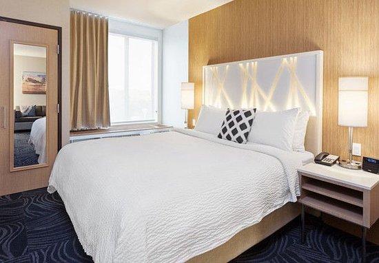 Atascadero, Californië: King Suite Sleeping Area
