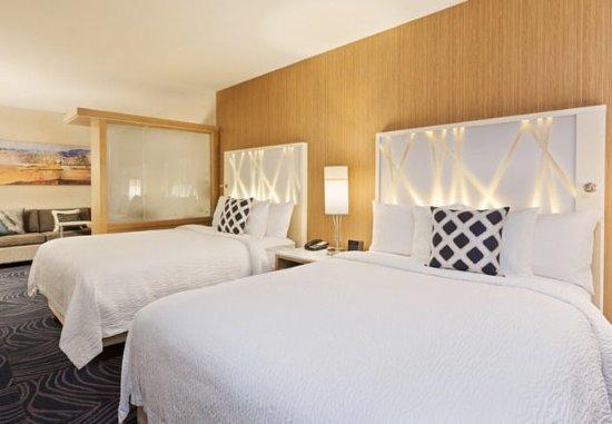 Atascadero, CA: Queen/Queen Suite - Sleeping Area