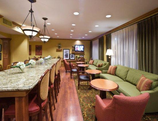 Hampton Inn Savannah -  I-95 North: Dining Area