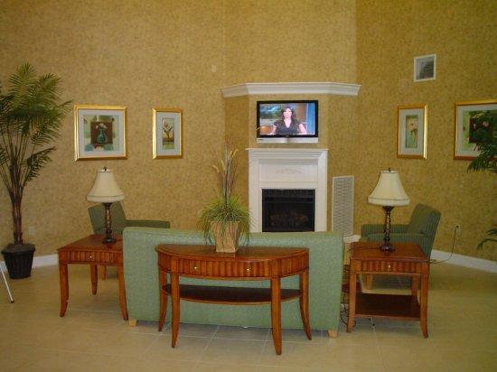 La Quinta Inn & Suites Fort Smith: LobbyView