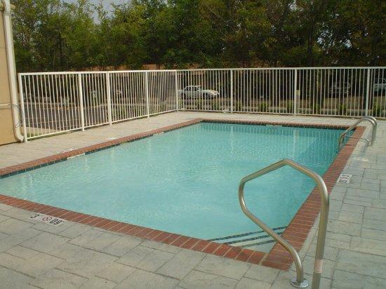 La Quinta Inn & Suites Fort Smith: PoolView