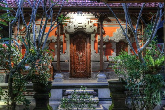 suparsa's home stay is balinese and modern style home.