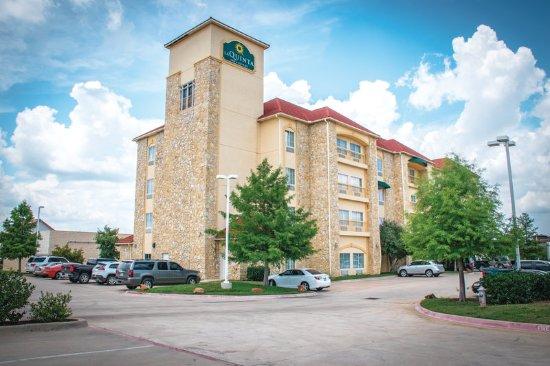 La Quinta Inn & Suites Mansfield: ExteriorView