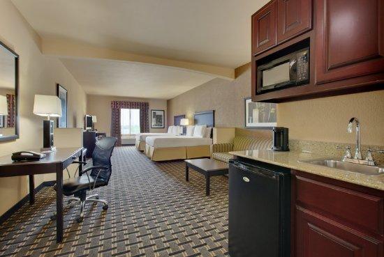 Ennis, TX: Two Queen Beds Suite with Queen Sofa Sleeper