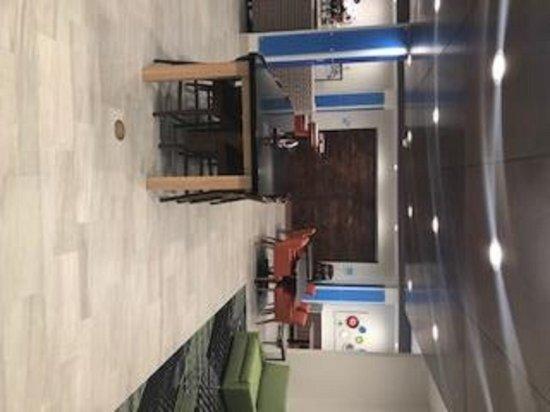 Ennis, TX: Lobby Lounge