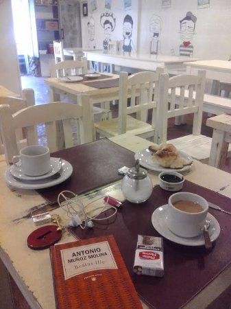 Hostel Los Troncos: Desayuno..