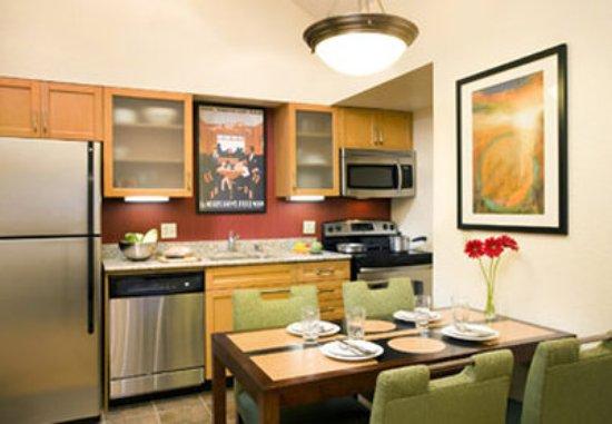 Arcadia, CA: Penthouse Suite Kitchen