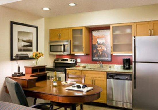 Arcadia, CA: Studio Suite Kitchen