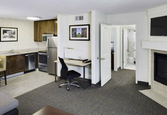 Milford, CT: One-Bedroom Executive Suite