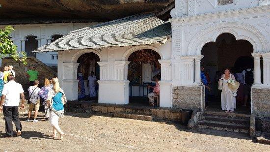 Dambulla, Sri Lanka: 20171116_091652_large.jpg