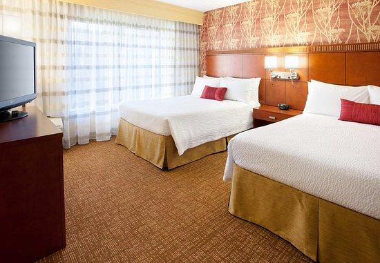 Rancho Cordova, CA: Queen/Queen Suite Sleeping Area