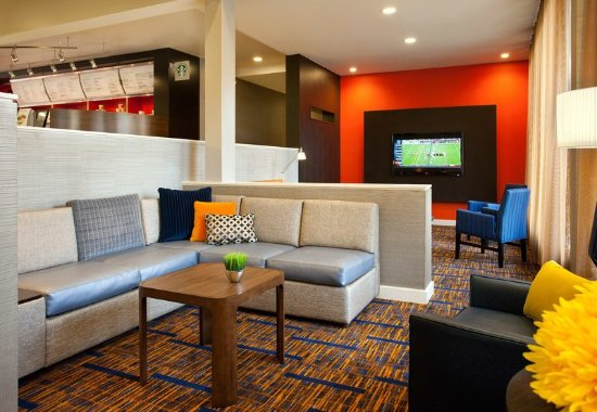 Rancho Cordova, CA: Lobby Sitting Area