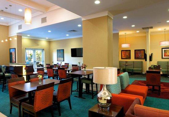 Newark, CA: Lobby Seating Area