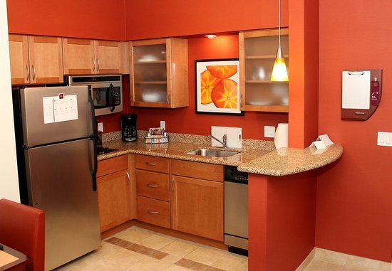 Sebring, FL: Suite Kitchen