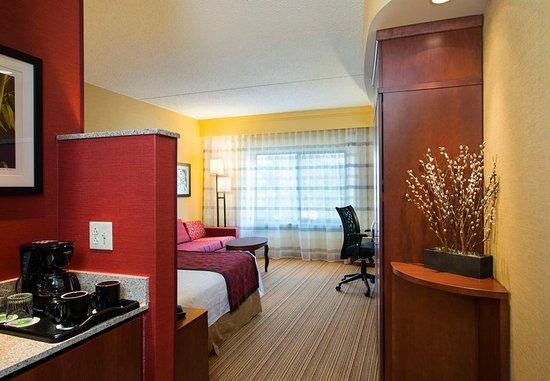Ewing, NJ: King Guest Room – Amenities
