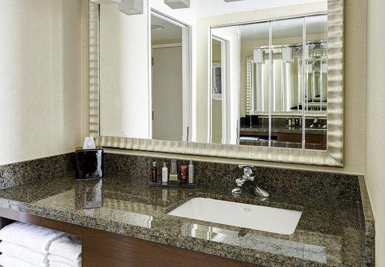 Bethesda, MD: Guest Bathroom