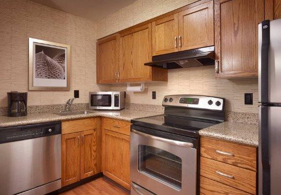 Sandy, Utah: Studio Suite - Kitchen