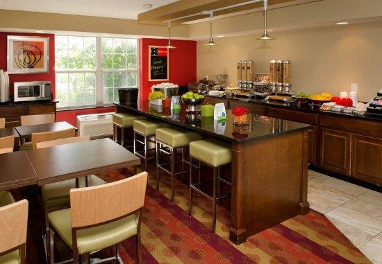 Fenton, MO: Breakfast Area
