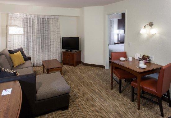 Rogers, AR: One-Bedroom Suite