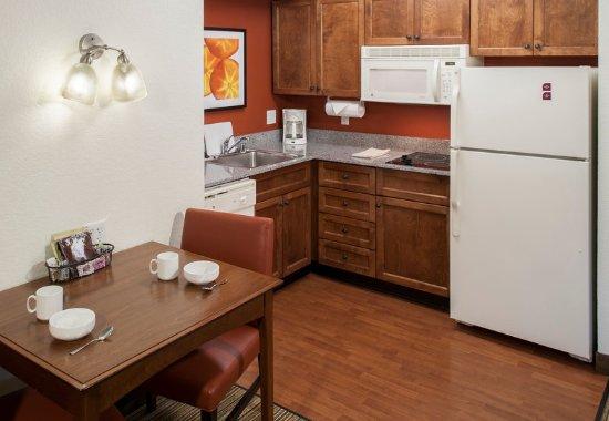 Rogers, AR: Suite – Kitchen