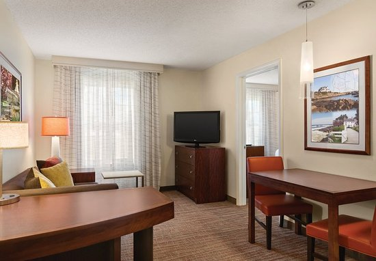 Middletown, RI: One-Bedroom Suite - Living Area