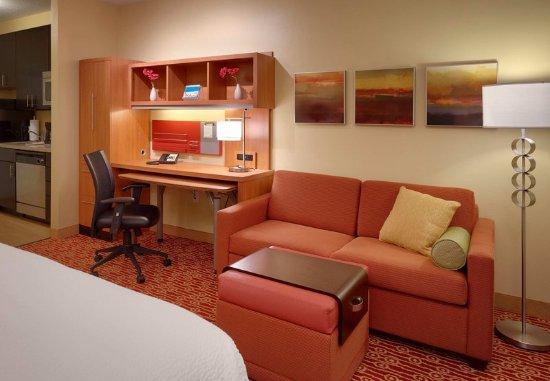Vernal, UT: King Studio Suite – Living Area & Work Desk