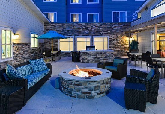 Champaign, IL: Outdoor Fire Pit & BBQ Area