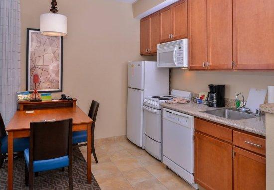 Thousand Oaks, Californien: One-Bedroom Suite - Kitchen