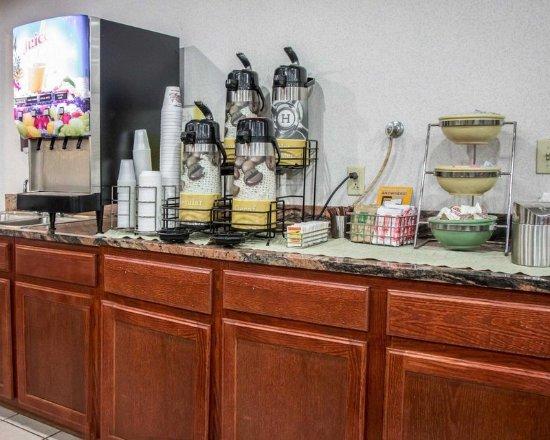 Loves Park, Ιλινόις: Free continental breakfast