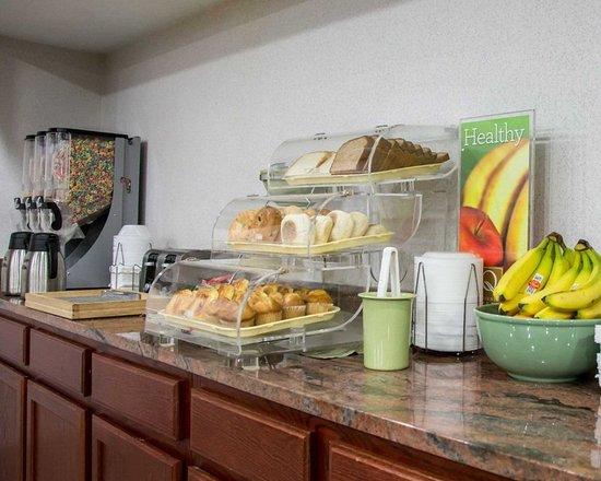 Loves Park, อิลลินอยส์: Assorted breakfast items