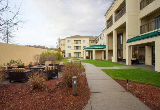 Raynham, MA: Courtyard and Firepit Area