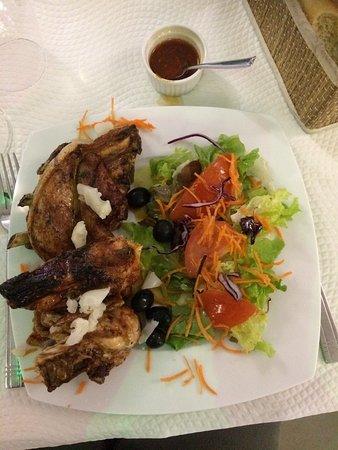 Иньи, Франция: Salade de poulpe et assortiment grill