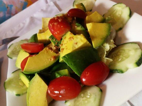 Artist Alley Restaurant: Dont miss the avocado salad