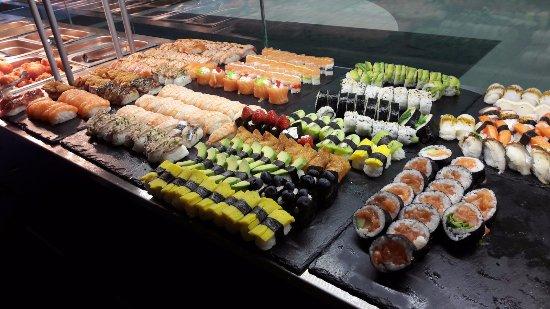 Hämeenlinna, Suomi: sushilajikoimaa lounaalla
